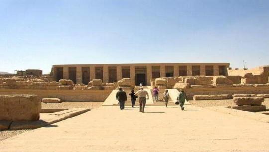 التنظيم والإدارة بسوهاج تعد بحثا لتنشيط السياحة بالمحافظة