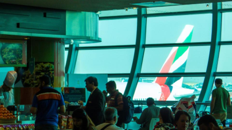 وسط طلب محموم.. تذاكر العودة إلى دبي تتضاعف 300%