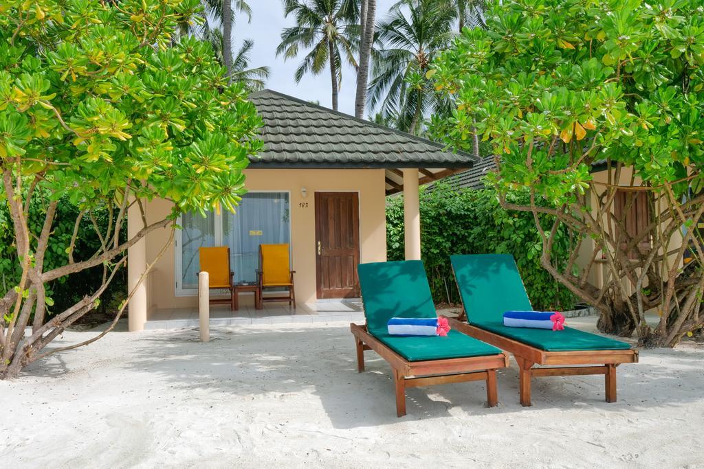 5 أيام / 4 ليالى جزر المالديف Holiday Island Resort بالإفطار