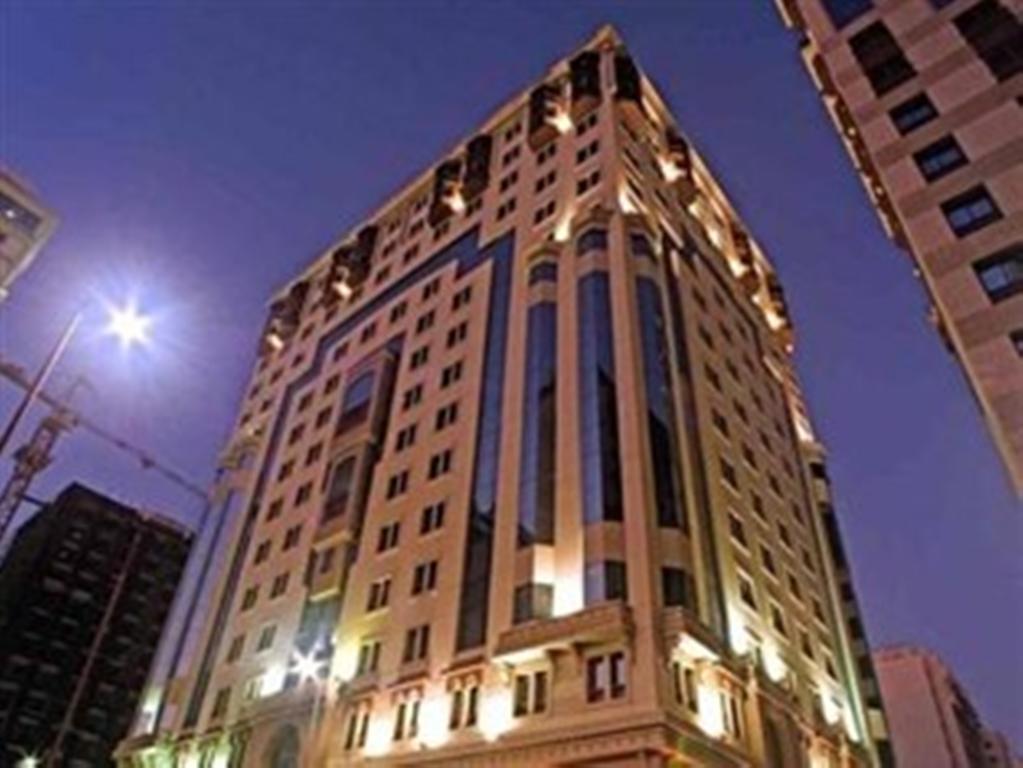 عمرة المولد النبوي الشريف برنامج ال15 يوم فندق هيلتون مؤتمرات7 ليالي بالافطار/ فندق الايمان طيبه بالمدينه 7 ليالي .