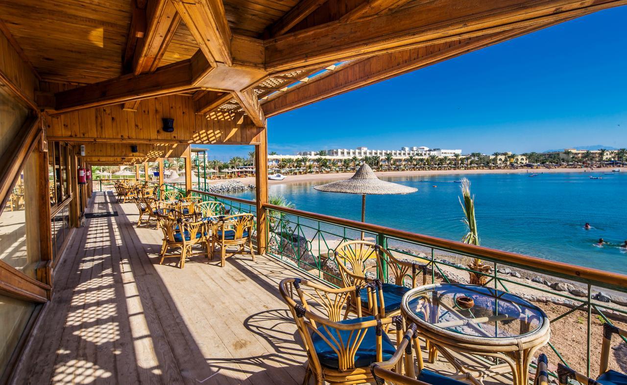Desert Rose Resort At Mid Year