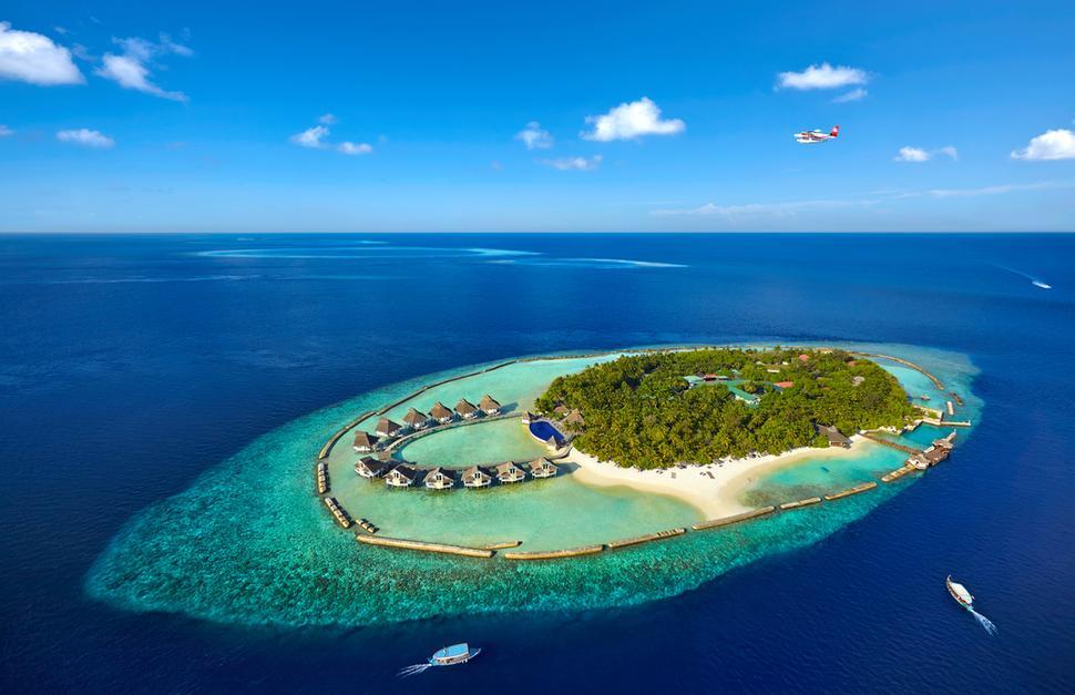 5 أيام / 4 ليالى جزر المالديف 4 ليالي Holiday Island Resort بالإفطار - جزر المالديف