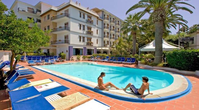 6 ايام 5 ليالي  Caravel Hotel  شامل الافطار Limassol Cyprus